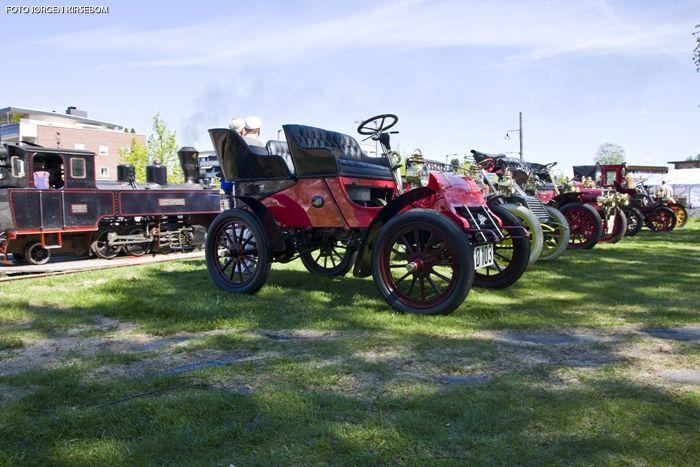 Veteranvogner og damplokomotiv på Sørumsand